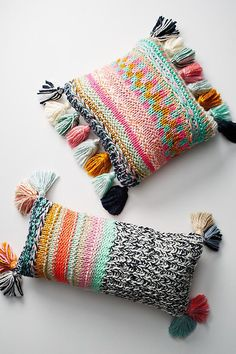 I am loving these pillows! Anthropologie Stitchplay Pillow - Colorful stitches in a rainbow of contrasting hues bring an element of brightness and handcraft to your room. What a fun piece of home decor. Knitting Projects, Crochet Projects, Knitting Patterns, Crochet Patterns, Knitting Ideas, Fall Home Decor, Cheap Home Decor, Home Decor Accessories, Decorative Accessories