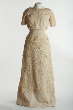 Cream Evening Gown - Sybil Connolly Cream evening gown of silk with flower pattern crochet lace top. This dress was worn to the world premiere of Mary Poppins when shown in Los Angeles in Flower Patterns, Crochet Patterns, Period Outfit, Future Fashion, Crochet Lace, Industrial Style, Evening Gowns, Two Piece Skirt Set, Mary Poppins