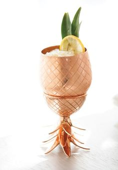 The Copper Pineapple Cocktail That's Taking the World by Storm via with Normandin Mercier Pineau des Charentes! Cocktail Drinks, Cocktail Recipes, Alcoholic Drinks, Beverages, Gold Drinks, Cocktail Night, Cocktail Glass, Summer Cocktails, Pineapple Cocktail