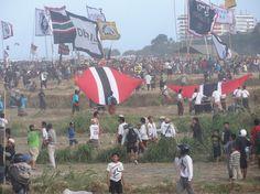 Festival de Kite sur la plage de Sanur. C'est un évènement religieux à destinations des Dieux Hindoux pour demander des récoltes abondantes. Colonie de vacances Bali Juillet 2012. #bali #colonie #vacances #kite #mer