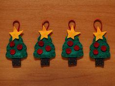 Kit com quatro enfeites para a árvore de Natal feitos em feltro em formato de árvore de Natal.  Tamanho Aproximado: 5,6 x 4,8
