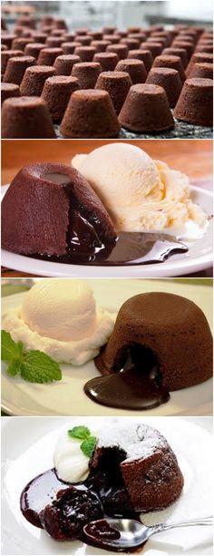 APRENDA A FAZER PETIT GÂTEAU,AMOO ❤️ VEJA AQUI>>>Derreta o chocolate com a manteiga e reserve. Bata os ovos e as gemas com o açúcar até esbranquiçar. #receita#bolo#torta#doce#sobremesa#aniversario#pudim#mousse#pave#Cheesecake#chocolate#confeitaria
