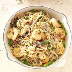 Shrimp Pasta Primavera Recipe -They say the way to a man's heart is through his stomach. So when I invite that special guy to dinner, I like to prepare something equally special. This well-seasoned pasta dish has lots of flavor.and it won't hurt your bu Seafood Recipes, Pasta Recipes, Dinner Recipes, Cooking Recipes, Healthy Recipes, Copycat Recipes, Meat Recipes, Healthy Meals, Dinner Ideas