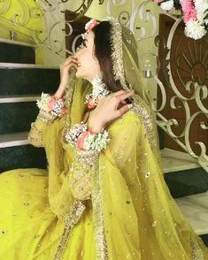 Pakistani Mehndi Dress, Bridal Mehndi Dresses, Beautiful Pakistani Dresses, Pakistani Dresses Casual, Bridal Dress Design, Indian Fashion Dresses, Wedding Dresses For Girls, Bridal Outfits, Bridal Lehenga