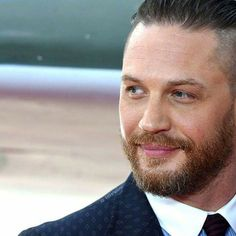 Tom Hardy attends the 'Dunkirk' World Premiere at Odeon Leicester Square on July 2017 in London, England. Tom Hardy Dunkirk, Dunkirk Premiere, Tom Hardy Actor, Tom Hardy Movies, Tinker Tailor Soldier Spy, New James Bond, Gary Oldman, Daniel Craig, First Photo