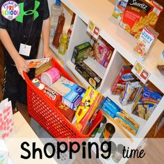 How to set it up & add literacy and math opportunities to the grocery store in your preschool, pre-k, & kindergarten classroom. Dramatic Play Area, Dramatic Play Centers, Play Grocery Store, Preschool Centers, Preschool Ideas, Preschool Crafts, Kindergarten Classroom, Classroom Layout, Unit Plan