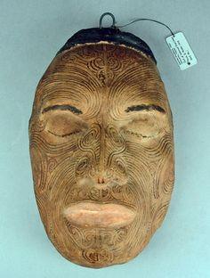 Replica in plaster of a cast taken from the living face of Maori chief Tapua Te Whanoa in New Zealand. Aztec Artifacts, Maori Tattoo Designs, Maori Tattoos, Polynesian People, Maori People, South American Art, Plaster Cast, Maori Art, Tattoos Gallery