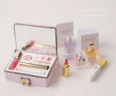Miniature cosmetics box ♡ ♡By Bonne Chance Miniature cosmetics box ♡ ♡By Bonne Chance The post Miniature cosmetics box ♡ ♡By Bonne Chance appeared first on DIY Shares. Cute Polymer Clay, Cute Clay, Polymer Clay Crafts, Miniature Crafts, Miniature Dolls, Cute Crafts, Crafts For Kids, Accessoires Barbie, Mini Doll House