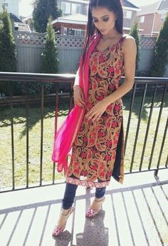 Dm your traditional dress's related to punjabi culture and let the world know your tohar 😊 Only rule - Full suit has to be visible in picture Will not accept group DM ❌ Cheap Comments= Blocked 🚫 Punjabi Dress, Pakistani Dresses, Indian Dresses, Indian Outfits, Punjabi Suits, Salwar Dress, Kurta Designs Women, Salwar Designs, Punjabi Fashion