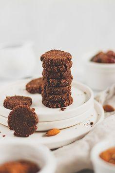 vegán kakaós keksz édesítőszer nélkül - sugarfree dots Ricotta, Tiramisu, Sugar Free, Pizza, Vegan, Cookies, Ethnic Recipes, Food, Crack Crackers