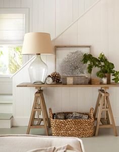 Love this all-neutral nautical-inspired entryway design.