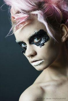 Avant garde makeup - illusion controlled