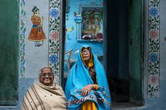 The Neighbors (Udaipur #Rajasthan #India) #asia #city #elderly #house #india #landlady #people #portrait #rajasthan #street #photography #travel #udaipur #women #photo #photography #fliiby #images #yyazilim #people #nature