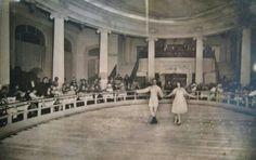 1920. El gran saló del Casino de la Ciutadella de Barcelona convertit en Pista de gel.