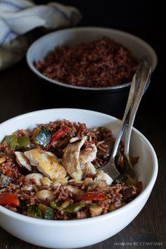Il riso rosso è un tipo di riso di origine italiana. E' un riso integrale molto aromatico, mentre cuoce sprigiona un aroma avvolgente e invitante.