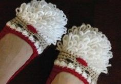 Santa Claus Women Slippers Pattern by Kittying