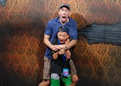 GENIUS! Hidden camera shots from a haunted house in Canada... Hilarious photos! Nightmares Fear Factory