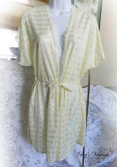 Vintage Short Robe//Night Gown//Sheer by PegsVintageJewellery