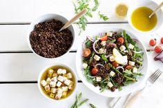 Zin in een linzensalade die je voor de lunch én voor het avondeten kunt maken? Bekijk hier ons recept voor een frisse linzensalade met witte kaasblokjes. Acai Bowl, Low Carb, Snacks, Breakfast, Food, Seeds, Acai Berry Bowl, Morning Coffee, Appetizers