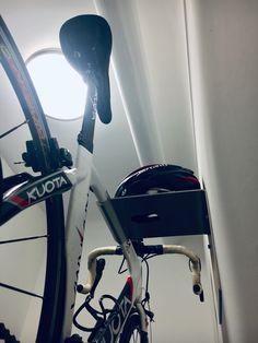 dekorativ  Gummistreifen schützt den Lack vor Beschädigungen  Stauraum für Fahrradzubehör (Helm etc.)  trägt problemlos Fahrräder bis 20 kg  Maximale Lenkerbreite: 50 cm  Langloch bietet die Möglichkeit, ein Fahrrad direkt an dem Fahrradträger abzusperren um es zusätzlich vor Diebstahl zu schützen.  Material: Edelstahl-Blech 4 mm, Stahlblech 4 mm  Fahrradmöbel Fahrradständer Bike Rack Bike Storage Bike Wall Hanging Rennrad Retrofahrrad Fahrrad-Wandhalter Wandregal Bike Wall, Rack Bike, Gears, Berlin Mitte, Road Bike, Hang In There, Gear Train