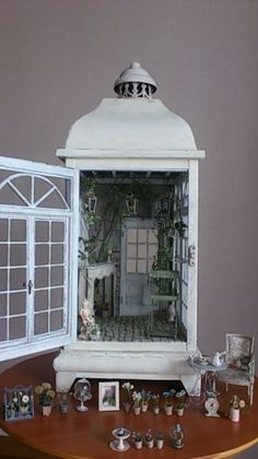 Lanterns made into fairy houses. Miniature Rooms, Miniature Fairy Gardens, Miniature Houses, Miniature Fairies, Fairy Silhouette, Fairy Lanterns, Tree Shop, Fairy Garden Houses, Fairy Doors