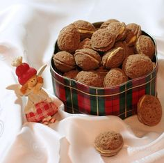 Plnené orechy Christmas Baking, Christmas Cookies, Czech Recipes, Cereal, Ale, Cooking, Breakfast, Sweet, Desserts