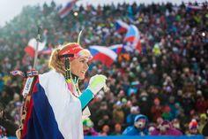 Gabriela Koukalová oblečená do státní vlajky, NMNM