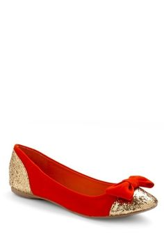 red + gold + a bow....what's not to love? http://pinterest.com/nfordzho/shoes-flats/