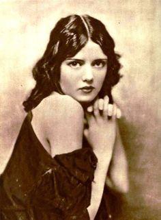 Ziegfeld Follies girl Kathleen Ardelle from September 1921 Photoplay magazine -