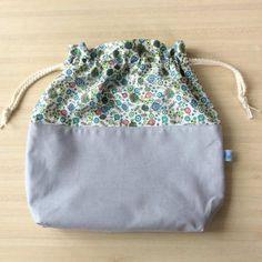 Très joli pochon en coton ou sac à encours tricot ou crochet