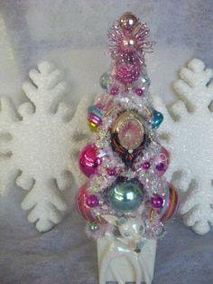 """VTG ORNAMENTS"""" PINK"""" BOTTLE BRUSH CHRISTMAS TREE LEFTON(?) PLANTER"""