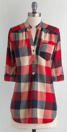 Log Lady : Bonfire Stories Tunic in Red Plaid. Your pals huddle around you, fascinated and filled with suspense as you orate beside the crackling fire in this red, ecru, and navy-blue plaid top. Kurta Designs, Blouse Designs, Fashion Mode, Womens Fashion, Stil Inspiration, Plaid Tunic, Plaid Shirts, Fall Tunic, Tartan Shirt