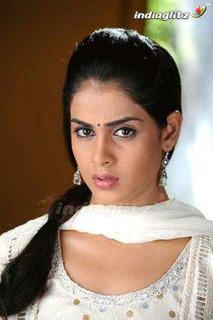 Beautiful Girl Photo, Beautiful Girl Indian, Beautiful Indian Actress, Beautiful Women, Genelia D'souza, Beautiful Heroine, Beautiful Housewife, Indian Actress Photos, Indian Girls Images