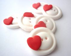 Polymer clay buttons-Red Heart shaped buttons-Round buttons with heart handmade with polymer clay Handmade set of fimo polymer clay buttons. Fimo Clay, Polymer Clay Projects, Pasta Fimo, Round Button, Button Button, Christmas Buttons, Best Christmas Presents, Polymer Clay Christmas, Diy Buttons