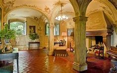 Hotel Borgo Stomennano is a charming 17th century villa in Monteriggioni , Tuscany, a medieval walled