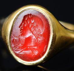 Intailles / Intailles romaines / Intaille romaine montée en bague or. Apollon.