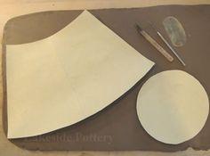 How to Make a Clay Slab Tall Vase? Clay Vase Handbuilt Construction Lesson by Joyfulk Hand Built Pottery, Slab Pottery, Pottery Vase, Ceramic Pottery, Pottery Wheel, Pottery Lessons, Pottery Classes, Ceramic Techniques, Pottery Techniques