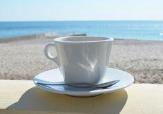 Утро по-одесски: спуститься на пляж, окунуться, выпить крепкого кофе и понять, что лето уже таки да здесь! #Одесса #утро #море #отпуск #Odessa #coffee #sea #summer