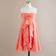 Would look so pretty with a brown or white cardigan!