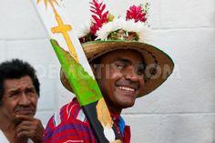 El machete es otro elemento representativo del Palenque. Por lo general los danzantes decoran la superficie del mismo pintándole imágenes religiosas como el cuerpo de Cristo y cruces. El machete lo llevan solo los negros.