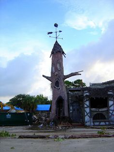 The abandoned Haunted Castle tree at Miracle Strip Amusement Park, Panama City Beach, Florida, via Flickr.