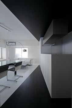 Black and white interior, the Room 407 project in Tokyo by Panda architects _