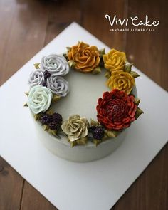 Buttercream flowercake Made by_vivicake 비비케이크 www.vivi-cake.com… Fall Birthday Cakes, Birthday Cakes For Women, Korean Buttercream Flower, Buttercream Flower Cake, Cake Eater, Fall Cakes, Chocolate Pies, Dessert Decoration, Cake Cookies