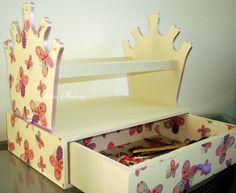 Linda peça feita para organizar as tiaras das princesas!!  FAVOR VERIFICAR A DISPONIBILIDADE DO TECIDO!