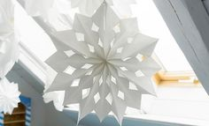 Windlichter aus Tüten Kirigami, Winter Christmas, Christmas Crafts, Paper Snowflakes, Advent, Stargazing, Table Lamp, Creative, Inspiration