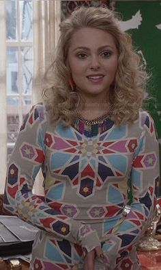Carrie's grey geometric patterned dress on The Carrie Diaries.  Outfit Details: http://wornontv.net/26276/ #TheCarrieDiaries