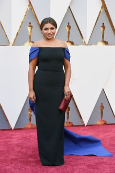 Mindy Kaling's Oscar Gown Is a Party in the Back   - ELLE.com