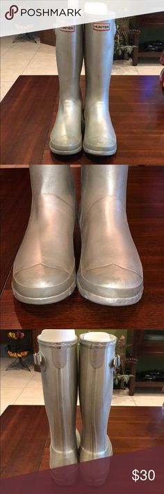 Women's Hunter rain boots metallic Silver Gray Boots in plastic are used has wear, stains, marks, inside and outside them, wear on soles, is for its use and very common in this type of brand of boots, it is sold as well as its sale is FINAL, it is not new is used for that is its low price, see very well each and every one of the photos please, thank you Hunter Shoes Winter & Rain Boots