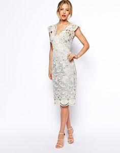 Aumentar Vestido de tubo de encaje festoneado con diseño de conchas de ASOS Premium