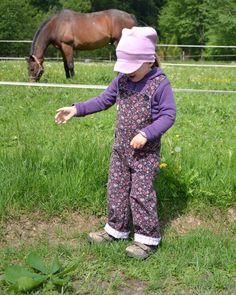 Dětské kalhoty s laclem - návod a střih na šití